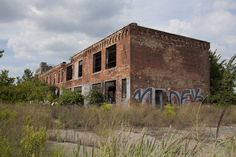 The former Uniroyal Tire plant on Jefferson avenue was once a sprawling industrial complex. Detroit Ruins, Abandoned Detroit, Abandoned Property, Old Buildings, Abandoned Buildings, Abandoned Places, Detroit Area, Detroit Michigan, Detroit History