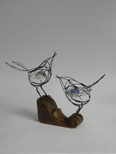 see saw songbirds - wire birds from Jill Walker Wire Crafts, Metal Crafts, Stylo 3d, Sculpture Metal, Industrial Sculptures, Abstract Sculpture, 3d Prints, Animal Sculptures, Wire Art