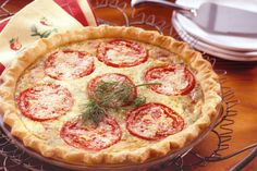 Our cheese and tomato quiche draws on all the elements of this food staple, and tops it off with artisan swiss cheese and grated parmesan. Read nutrition info.