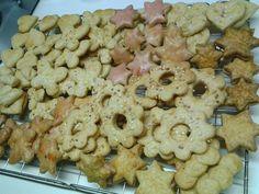 Das große Keksebacken hat auch Doris aka Anemone erreicht. Hier ihre bunte Mischung. Lecker!