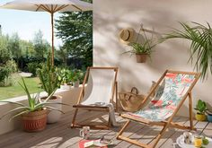 Une chilienne pour se prélasser avec style sur sa terrasse Outdoor Chairs, Outdoor Furniture, Outdoor Decor, Sweet Home, Butterfly Chair, Rocking Chair, Beautiful Gardens, Sun Lounger, Greenery