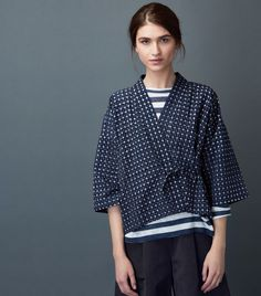 Kimono wrap-top in a soft, lightweight cotton ikat check. Dropped shoulders and wide, below elbow-length sleeves. Fastening at the front with a tie at each side. Fashion 2020, Fashion Week, New York Fashion, Look Fashion, Kimono Blouse, Kimono Jacket, Kimono Style, Fashion Sewing, Kimono Fashion
