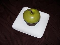 Hotel Sierra Green Apple cupcake from Frostings by Rachel from Cupcakes Take the Cake, via Flickr White Chocolate Cupcakes, Apple Cupcakes, Take The Cake, Birthday Candles, Decorate Cupcakes, Vanilla, Sweets, Baking, Frostings