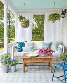 Pretty porch in shades of blue
