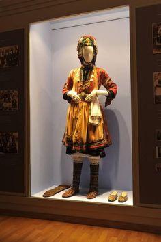 Λαογραφικό Μουσείο Βλάχων Greek Traditional Dress, Greek Costumes, Folk Costume, Macedonia, Fasion, Greece, Museum, Princess Zelda, Culture