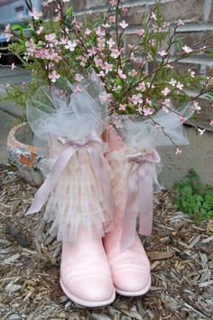 ♡ Old Shoes Recycling Home Ideas / pink boots with netting and floral sprigs