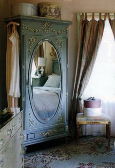 vintage decor. Like the mirror on the wardrobe.