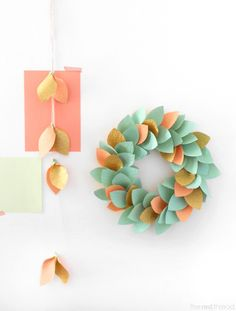 Decoración de otoño con papel de colores