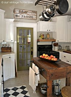 Vintage Kitchen Dark Wood Work Bench Kitchen Island - Farmhouse kitchen design tugs at the heart as it lures the senses with elements of an earlier, simpler time. See the best decoration ideas! Big Kitchen, Updated Kitchen, Vintage Kitchen, Cozy Kitchen, Kitchen Signs, Kitchen Mixer, Awesome Kitchen, Vintage Table, Country Kitchen Designs