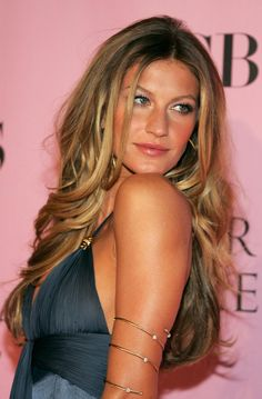 i love everything about gisele bundchen's hair