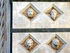 Duomo di Siena: Due Santi e due leoni.