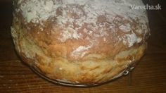 Írsky chlieb. Ide o nekysnutý chlieb bez droždia alebo kvásku, ktorý sa ľahko a rýchlo pripraví.
