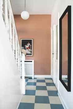 Hallway Inspiration, Interior Inspiration, Doctor House, Bathroom Vinyl, Beton Design, Colour Architecture, Style Retro, House Entrance, Mid Century House