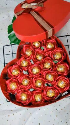DIY rose bouquet – Diy Valentines Gifts for Boyfriend Candy Bouquet Diy, Diy Bouquet, Rose Bouquet, Valentine Bouquet, Valentines Flowers, Diy Crafts Hacks, Diy Crafts For Gifts, Diy Gifts Videos, Creative Crafts