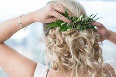 DIY Greenery Hairpiece // wedding hair inspiration