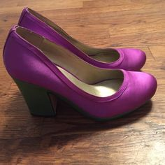 Seychelles Montreal Platform Pumps 9 Purple green These Seychelles Platform pumps have a beautiful satin upper with a 3.5 inch heel and 0.5 inch platform. They are a size 9 and in pretty good condition (reflected in price) Let me know if you have any questions! This is the final price reduction!! Seychelles Shoes Heels