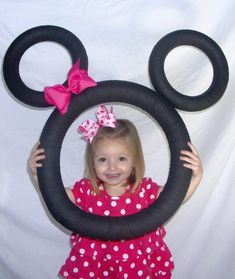 Photo prop idea for Mickey or Minnie Mouse Minnie Mouse Party, Minnie Mouse 1st Birthday, Mickey Party, Pink Minnie, 3rd Birthday Parties, Birthday Fun, Third Birthday, Birthday Favors, Party Fotos