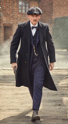 A gallery of Peaky Blinders publicity stills and other photos. Featuring Cillian Murphy, Paul Anderson, Helen McCrory, Joe Cole and others. Peaky Blinders Series, Peaky Blinders Quotes, Peaky Blinders Season, Cillian Murphy Peaky Blinders, Gangsters, Peaky Blinders Costume, Peaky Blinders Clothing, Male Clothes, Peeky Blinders