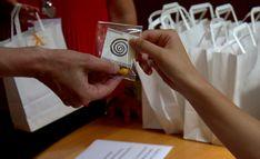... Cadeau di Arzigogolo: un segnalibro realizzato a mano Playing Cards, Container, Playing Card Games, Game Cards, Playing Card