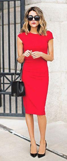 Midi red dress + black accessories
