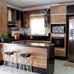 Memiliki rumah yang tidak terlalu besar bukan halangan untuk bisa memiliki dapur yang nyaman ... Desain berikut ini menjadi salah satu referensi bagi Anda yang memiliki rumah berukuran sedang ... #interior #furniture #sipil #renovasi by cakradaradesign