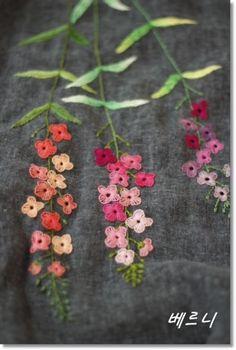 린넨 거즈 원단으로 주름 고무줄치마 만들어... 꽃대 3송이~~~ 전에 만들었던 아이보리색 고무줄치마에 올...