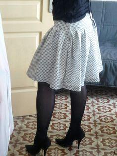 Jupe bohème ultra facile et son tuto Diy Couture Jupe, Couture Sewing, Diy Clothing, Sewing Clothes, Crochet Clothes, Suits For Women, Clothes For Women, Diy Vetement, Suit Accessories