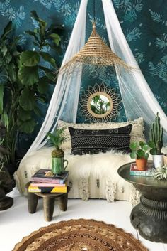 Do you love the Bohemian bedrooms that have so many textures, colors, and charm? We invite you to take a look at these inspiring ideas, as well as check our professional tips! Bohemian Bedroom Decor, Boho Room, Shabby Chic Bedrooms, Boho Decor, Diy Bedroom Decor, Diy Home Decor, Bedroom Ideas, Bedroom Curtains, Bedroom Designs