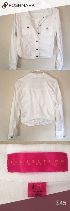 White jean jacket! Cute Tinseltown white jean jacket- great condition!! Has a lot of stretch to it for the perfect fit. High quality and adorable! Tinseltown Jackets & Coats Jean Jackets