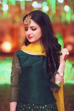 Ž QûeêŃ♥ Shadi Dresses, Pakistani Formal Dresses, Pakistani Wedding Outfits, Pakistani Wedding Dresses, Pakistani Dress Design, Indian Dresses, Indian Outfits, Celebrity Fashion Outfits, Fashion Dresses