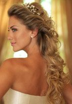 penteado casamento - noivas - wedding hair style A large collection of photos of beautiful girls on the beach, in the car, in the countryside. Wedding Hair Down, Wedding Hair And Makeup, Wedding Beauty, Bridal Hair, Hair Makeup, Bridal Makeup, Formal Hairstyles, Bride Hairstyles, Pretty Hairstyles