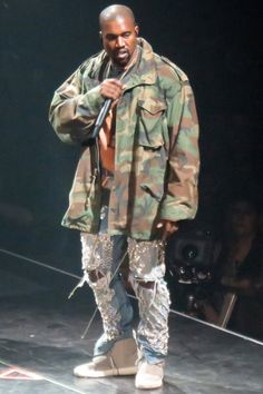 Performing at Drake's Annual OVO Fest in Toronto. Kanye West Outfits, Kanye West Style, Mode Masculine, Mode Streetwear, Streetwear Fashion, Gq, Viernes Casual, Kanye West Yeezus, Diy Fashion