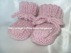 Knitted Fabric, Knitted Hats, Crochet Hooks, Knit Crochet, Knitting Needles, Little Girls, Baby Shoes, Sewing, Handmade