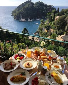 breakfast overlooking the water in Italy Europe Best Picture For Travel Ideas . Comida Picnic, Good Food, Yummy Food, Awesome Food, Aesthetic Food, Dream Vacations, Summer Vacations, Food Porn, Food And Drink