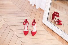 Let's dance, put on your red shoes and dance !