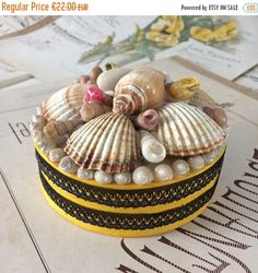SUMMER SALES Vintage seashell trinket box,French seashell art,sea shell flower,jewels box, seaside art gift,hand made nautical souvenir,coll by frenchvintagebazaar on Etsy
