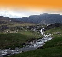 Po, il maggior fiume italiano, nasce ai piedi del Monviso, bagna Torino, attraversa o lambisce quattro regioni, raccoglie i contributi di numerosi corsi d'acqua e finalmente, dopo un corso di 652 k...