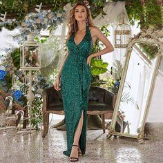 Grünes Abend-Paillettenkleid mit V-Ausschnitt & Rückenfrei – www.Kleider.store #ichliebekleiderstore #Cocktailkleider #Abendkleider #Ballkleider #Hochzeit #Dress #Kleider #Outfit #Mode #Fashion #wedding #love #instastyle #fashionblogger #sweet #hot #ad #kleiderstore Sequin Evening Dresses, Sequin Dress, Evening Gowns, Prom Dresses, Formal Dresses, Sheath Dresses, Spring Dresses, Dress P, The Dress