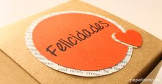 Etiqueta felicidades caja de regalo hecha a mano corazones de papel