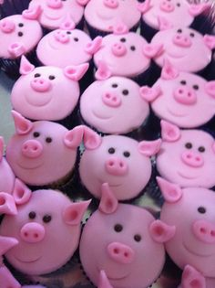 Pig Cupcakes Cupcakes with pig cake pops on top. Piggy Cupcakes, Animal Cupcakes, Yummy Cupcakes, Cheesecake Cupcakes, Coconut Cupcakes, Bacon Cupcakes, Valentine Cupcakes, Cupcakes Design, Cupcake Art