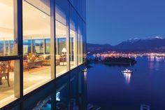 跨越巔峰:溫哥華市中心里程碑似的的豪華公寓,寬闊無比的陽臺,將溫哥華山海一色的都市美景盡收眼底,經典Pininfarina Rosso系列整體廚房,3套臥室,總面積3,280平方呎。 CAN $7,990,00