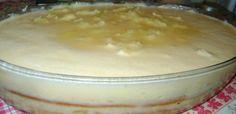 1 abacaxi inteiro  - 6 colheres de açúcar  - 1 litro de leite  - 6 ovos  - 4 colheres de amido de milho (maizena)  - 1 lata de leite condensado  - 1 lata de creme de leite  - Cravos se preferir  -