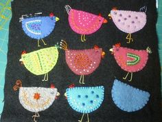 felt chickens....would make great Christmas tree ornaments :)