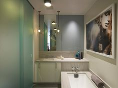 Fantastic use of space in the small bathroom   Usual House