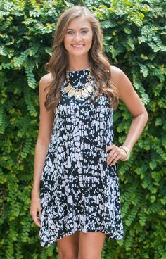 Hourglass Lilly 667CRKBLKWHT The Test Drive Shift is a must have for all you trendy girls! Make a bold statement in a dress with a pop! Black and white makes it easy to accessorize!