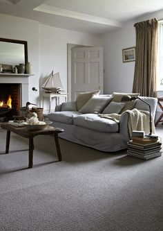New living room carpet colors shades grey couches Ideas Grey Carpet Living Room, Living Room Flooring, Bedroom Carpet, New Living Room, Living Room Decor, Dining Room, Carpet Diy, White Carpet, Carpet Ideas