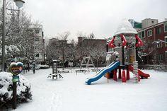 #동네기록 #서울 #신정동 눈으로 가득한 그러나 텅빈 어린이공원을 보노라면 몇 년 전, 나의 사수가 떠오른다.  snowy children's park sinjeong-dong #seoul #korea