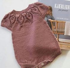 Baby clothes should be selected according to what? How to wash baby clothes? What should be considered when choosing baby clothes in shopping? Baby clothes should be selected according to … Baby Knitting Patterns, Knitting For Kids, Knitting Baby Girl, Crochet Patterns, Girls Sweaters, Baby Sweaters, Baby Outfits, Baby Girl Fashion, Kids Fashion