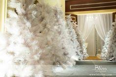 White Christmas Wedding inspired by Bliss Wedding Planner  #wedding #weddingplanner #weddingplannervietnam #vietnamweddingplanner #weddingplannerinhcmc #weddingplannerinvietnam #blissweddingplanner #weddingideas #winterwedding