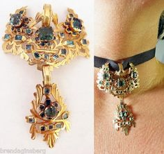 Spanish 18th century pendant, gold and emeralds.